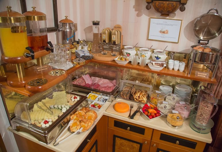 Hotel zur Wiener Staatsoper, Viena, Área para desayunar
