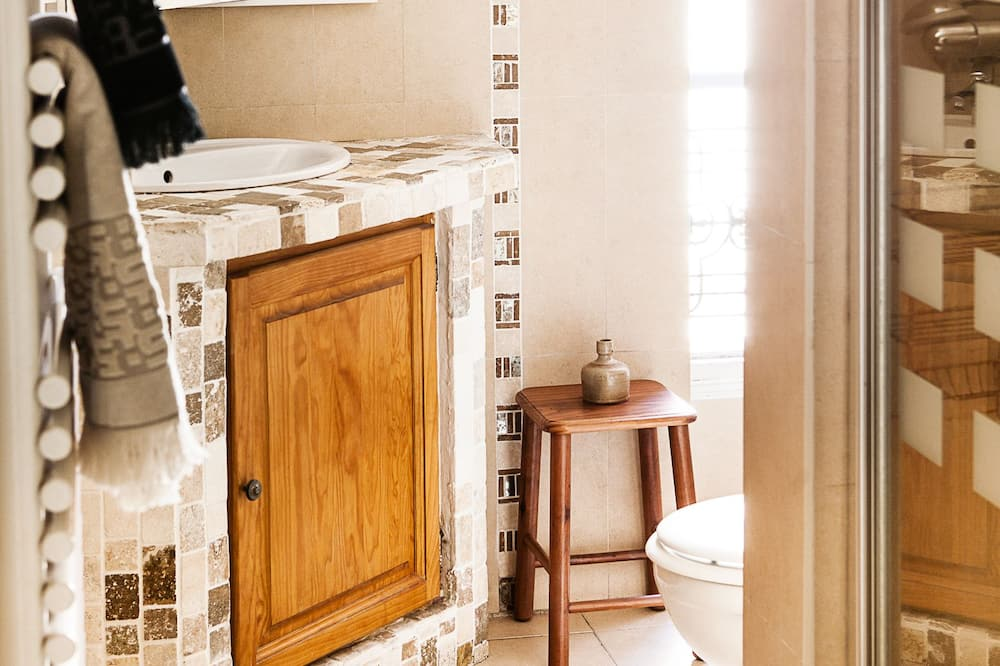 Triple Room, Shared Bathroom - Bathroom Sink