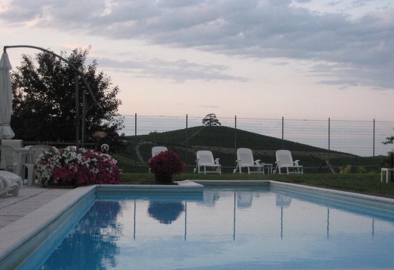 Red Wine - Guest House, La Morra, Vanjski bazen