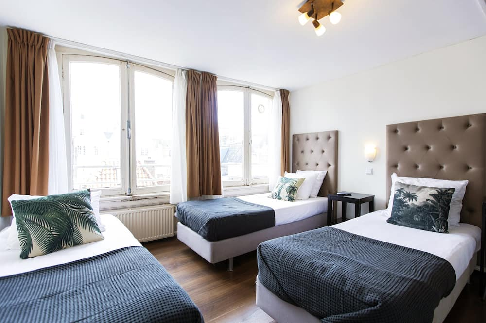 Standard Triple Room, 3 Single Beds, Private Bathroom (some rooms situated in the basement) - Guest Room