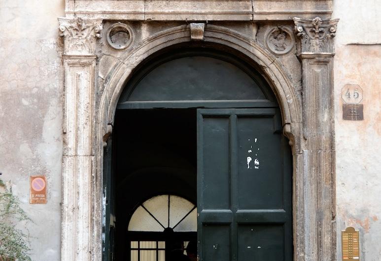 Coronari, Rom, Eingangsbereich
