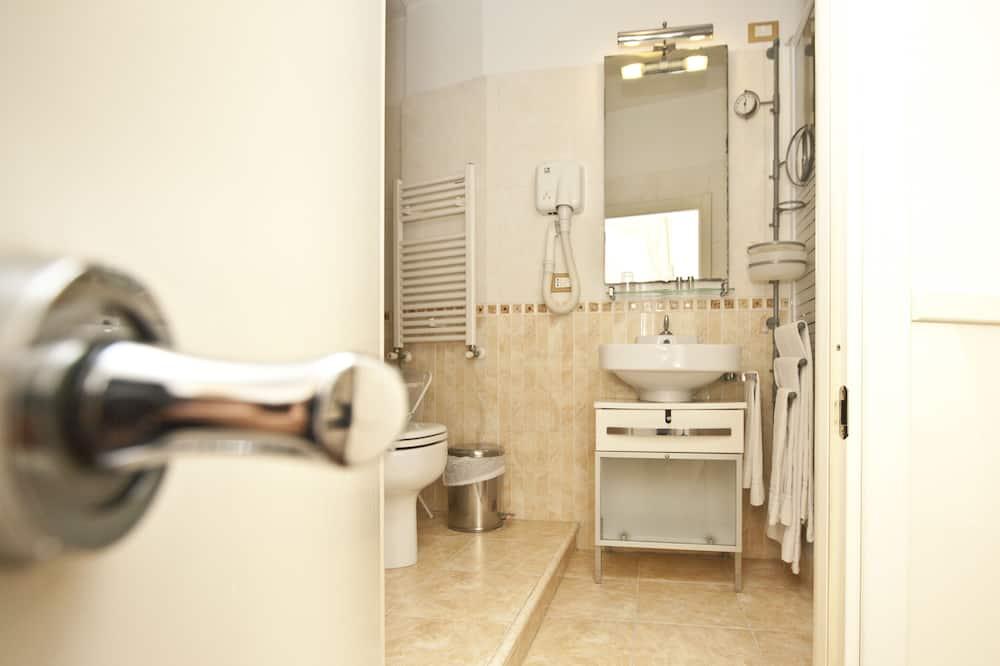Phòng đôi cơ bản - Phòng tắm