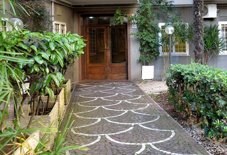 Le 4 Meraviglie, Rome, Courtyard