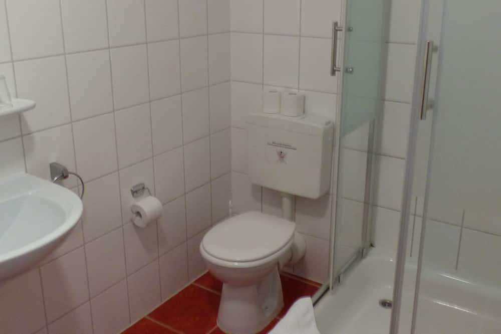 Neljän hengen huone, Oma kylpyhuone - Kylpyhuone