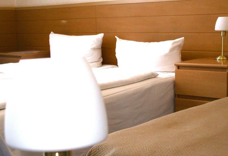Hotel Pension Messe, Berlin, Quadruple Room, Guest Room