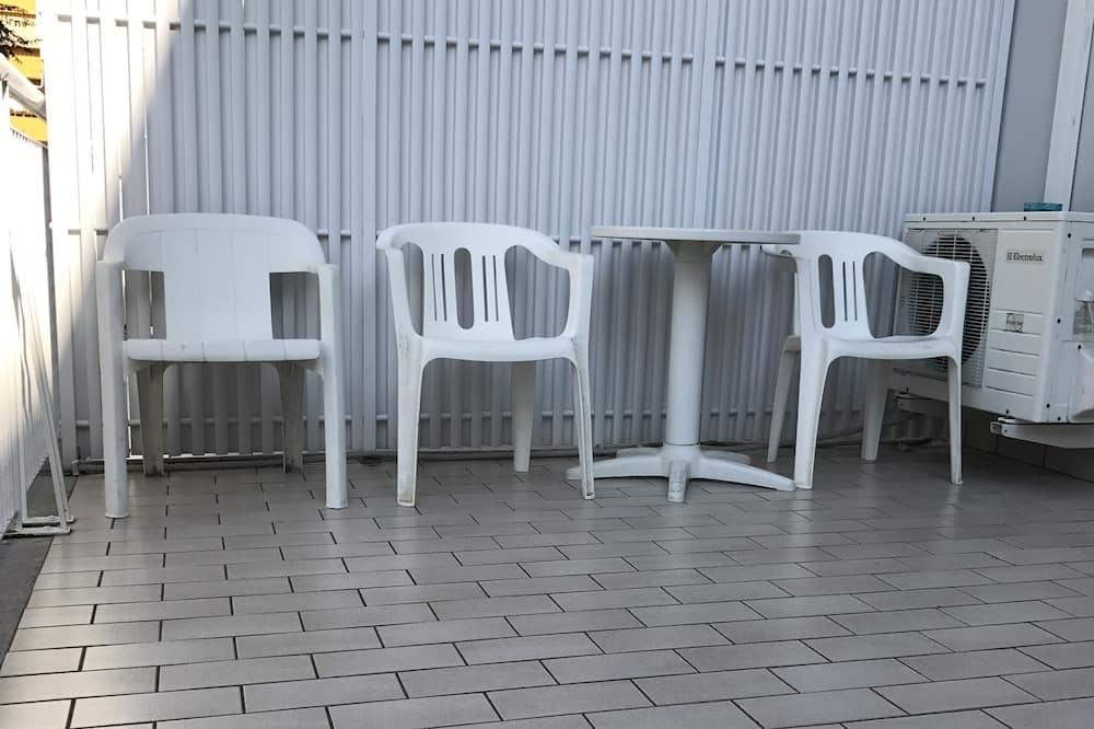 Τρίκλινο Δωμάτιο - Μπαλκόνι