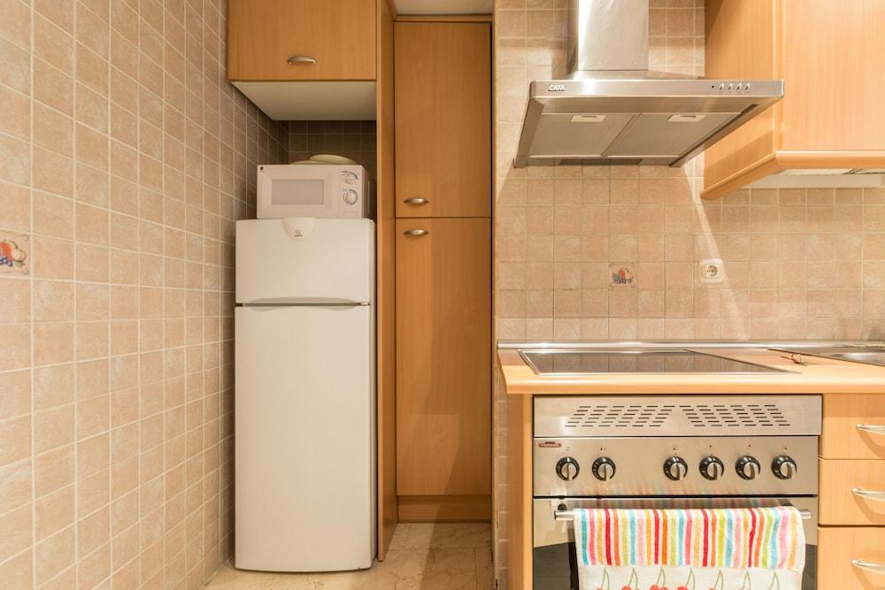 Madrid Küche | Apartamentos Caballero De Gracia In Madrid Hotels Com