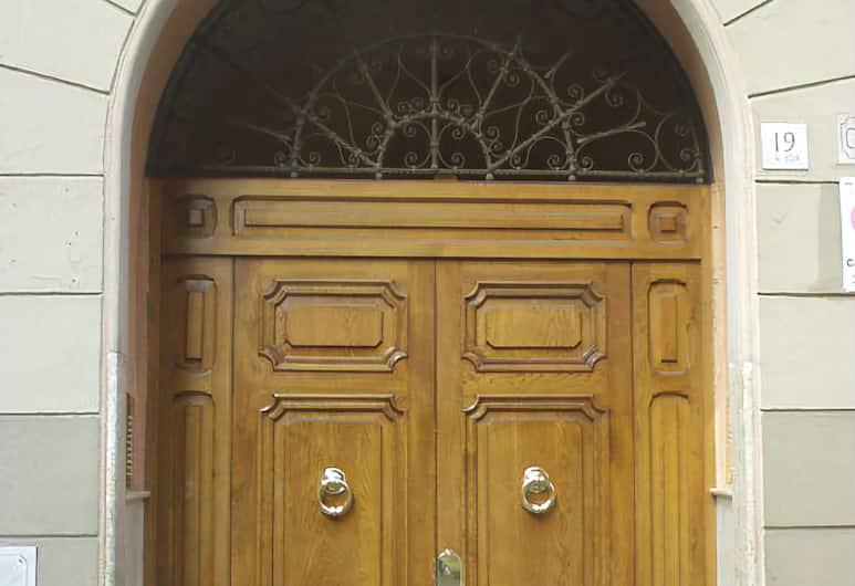 Residenza Vaticana, Róma, Hotel bejárata