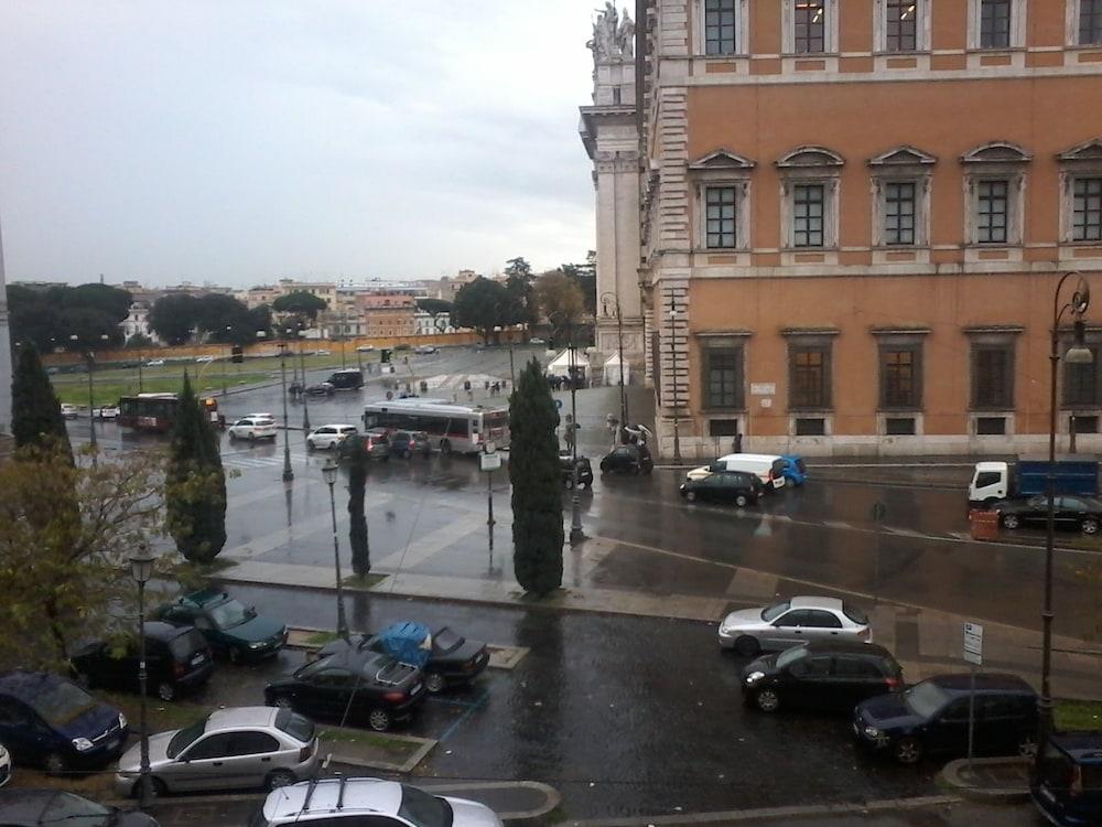 Happy Holiday, Rome