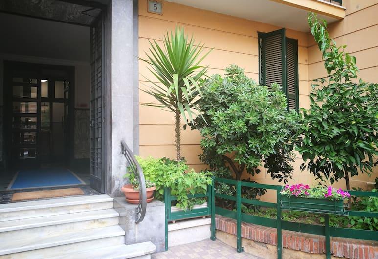 Palma Residence, Rím, Dvor