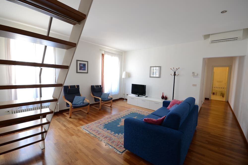 Suite, 3 Bedrooms, Canal View - Living Room