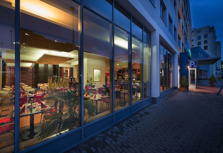 Rezidence Emmy, Praga, Fachada do hotel (à noite)