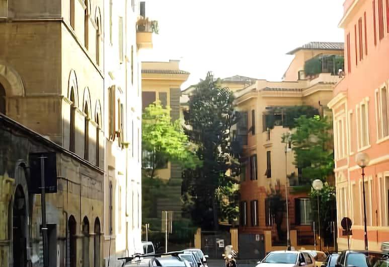 Double B, Rome, Exterior
