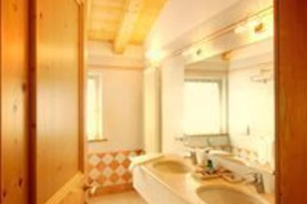豪華雙人房 - 浴室洗手台