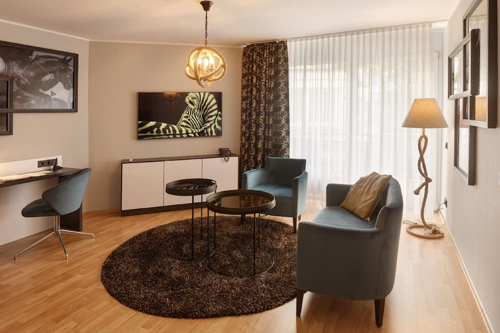 Cavallo Suite - Living Room