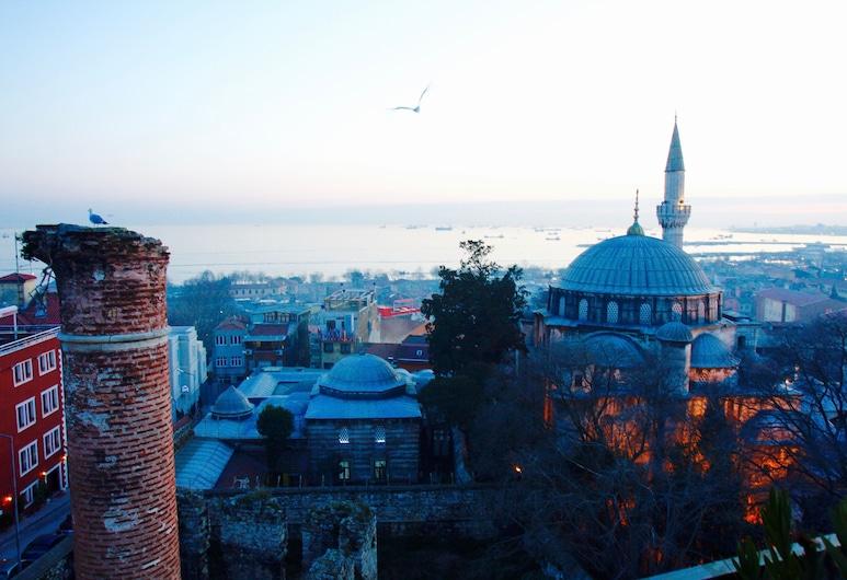Ada Hotel Istanbul, Istanbul, Dobbeltrom – deluxe, massasjebadekar, utsikt mot sjø, Utsikt fra gjesterommet