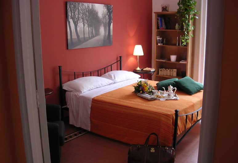 In...Kiostro, Naples, Apartment for 2 people, Room