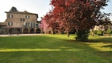 Choose This 3 Star Hotel In Monsampolo del Tronto
