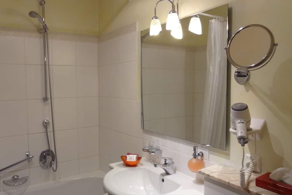 Standard Double Room - Vonios kambarys