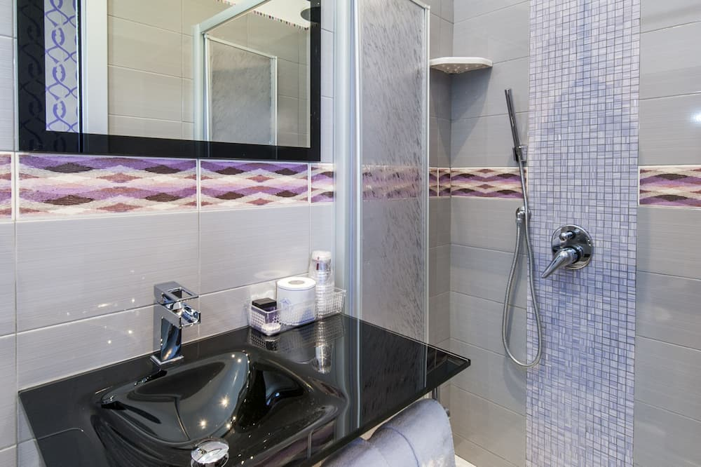 Triple Room, Annex Building (Via Dei Gracchi 191) - Bathroom