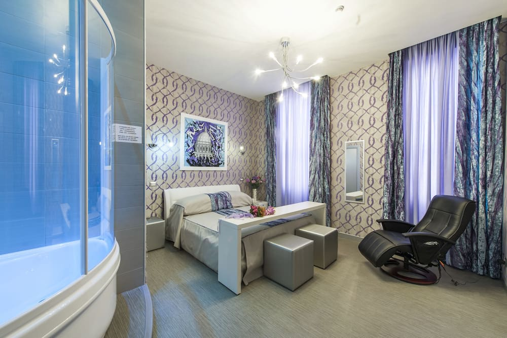 Deluxe Double Room (with jacuzzi) - Guest Room
