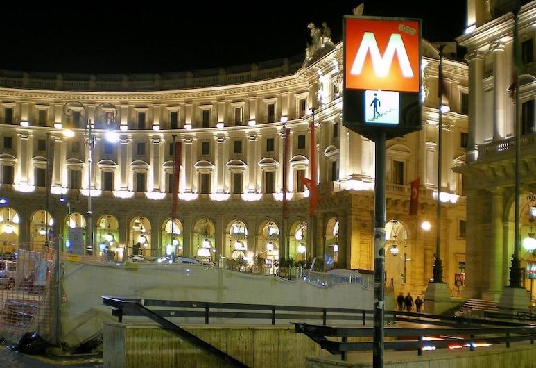 羅斯米尼旅館, 羅馬, 酒店正面