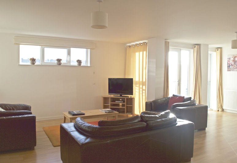 Dreamhouse Apartments Edinburgh City Centre, Edinburgh, Standard Apartment, 2 Bedrooms, Living Area