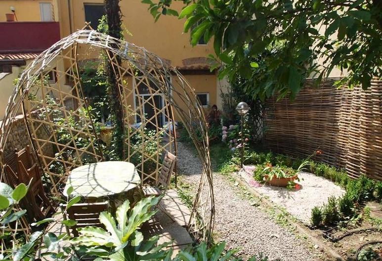 Casa Corsi, Florence, Garden