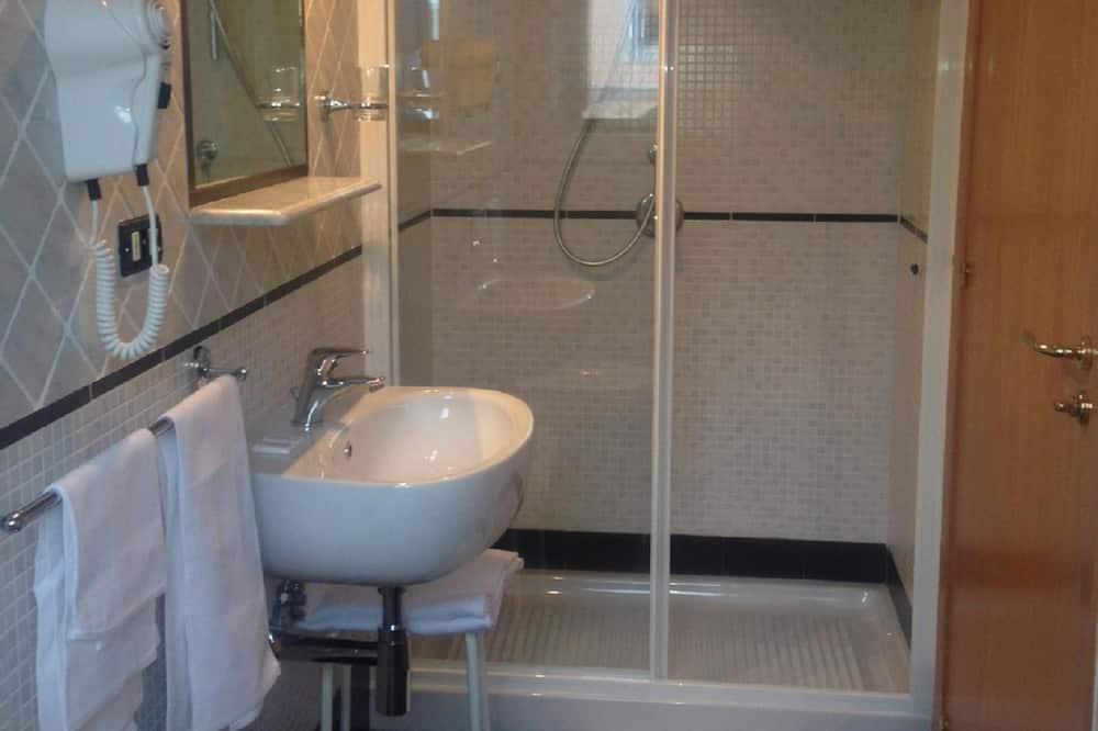Paaugstināta komforta trīsvietīgs numurs - Vannasistaba