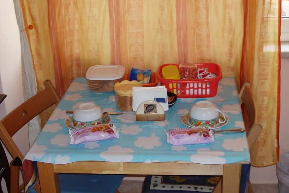 Standard Double or Twin Room - Tempat Makan Di Kamar
