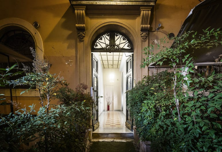 Casa de' Fiori Biscione, Rome, Interior Entrance
