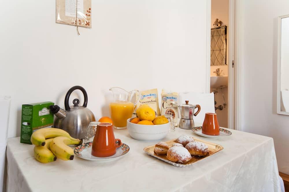 Double or Twin Room, Private Bathroom - Tempat Makan dalam Bilik