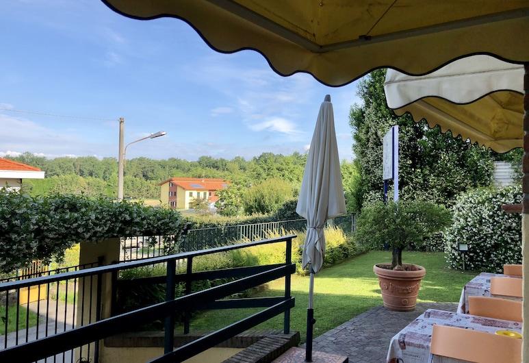維斯康蒂酒店, 卡爾達諾阿爾坎波, 花園