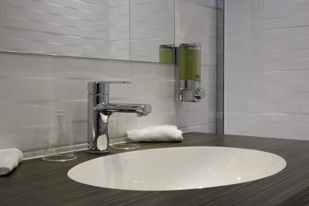 Junior Suite, Non Smoking, Connecting Rooms (AirCondioned from Apr 15 to Oct 15) - Bathroom
