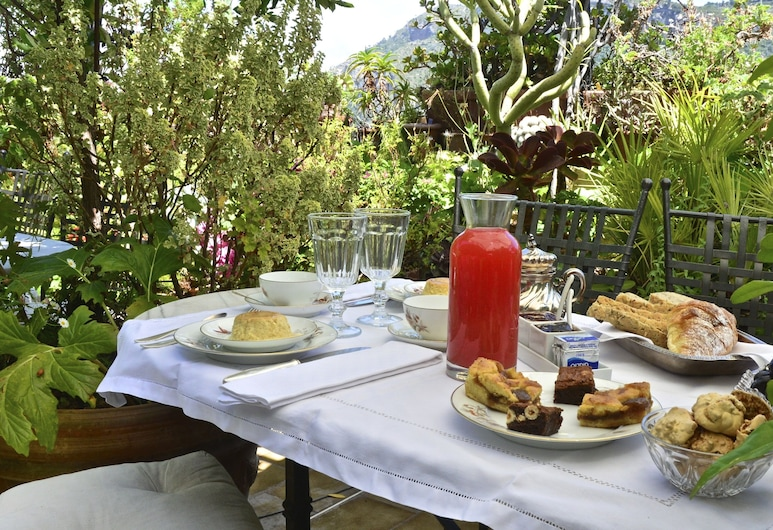 La Terrazza dei Pelargoni B&B, Ventimiglia, Refeições no exterior