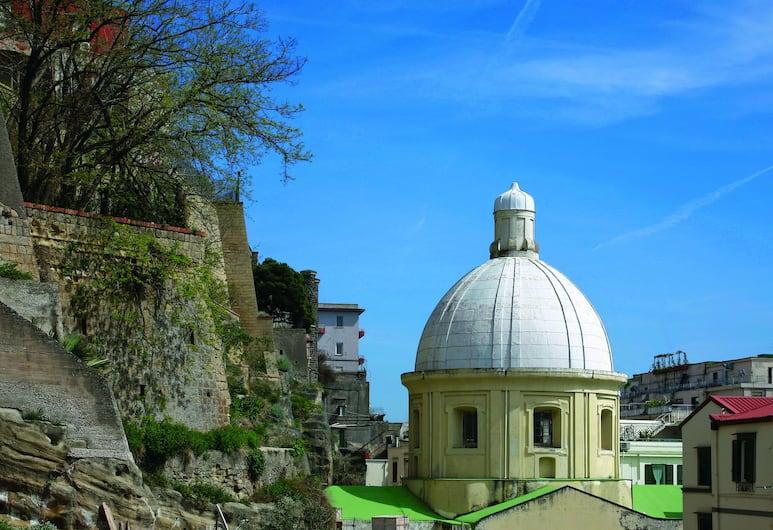 Luna Caprese, Naples, Exterior