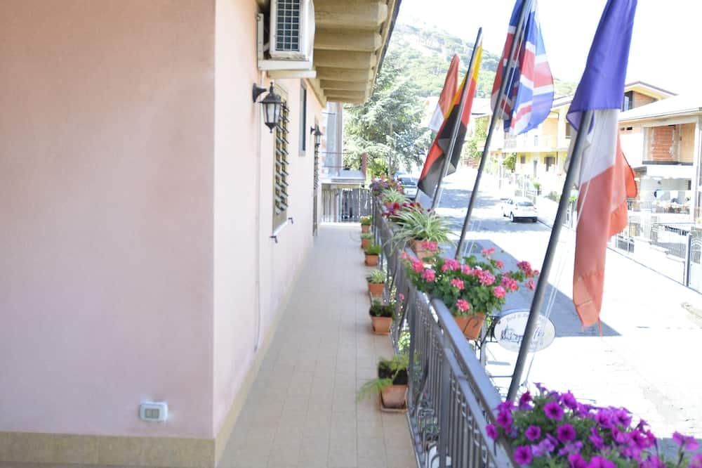 Kamar Triple, kamar mandi pribadi (Orange) - Pemandangan Balkon