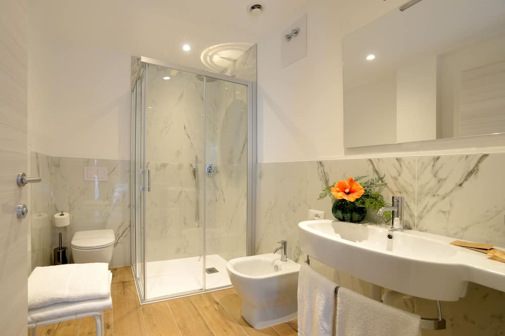 Comfort Double Room (with extra bed) - Bathroom