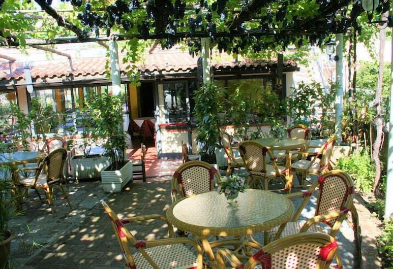 Hotel Ristorante La Pergola, San Giovanni a Piro, Terraza o patio