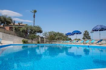תמונה של Brentanos Apartments ~ A ~ View of Paradise בקורפו