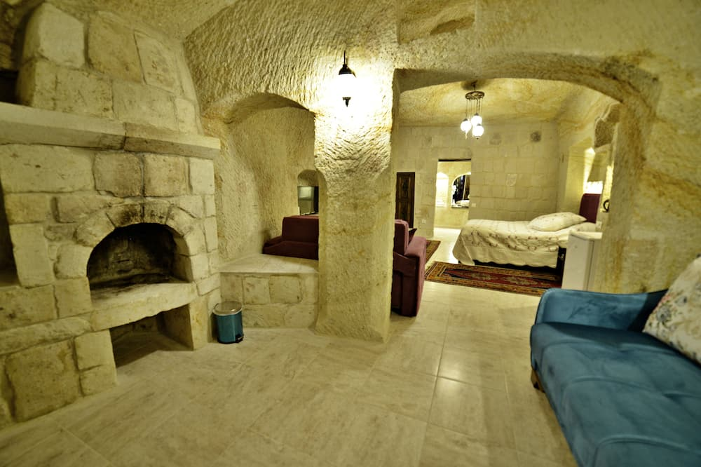 Triple Room (Cave) - Living Area