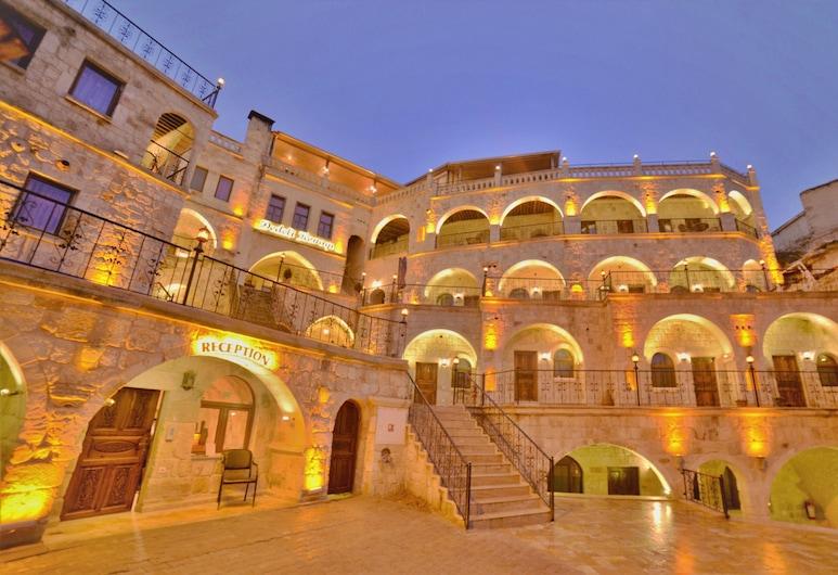 Dedeli Konak Cave Hotel, Ürgüp, Fachada del hotel de noche