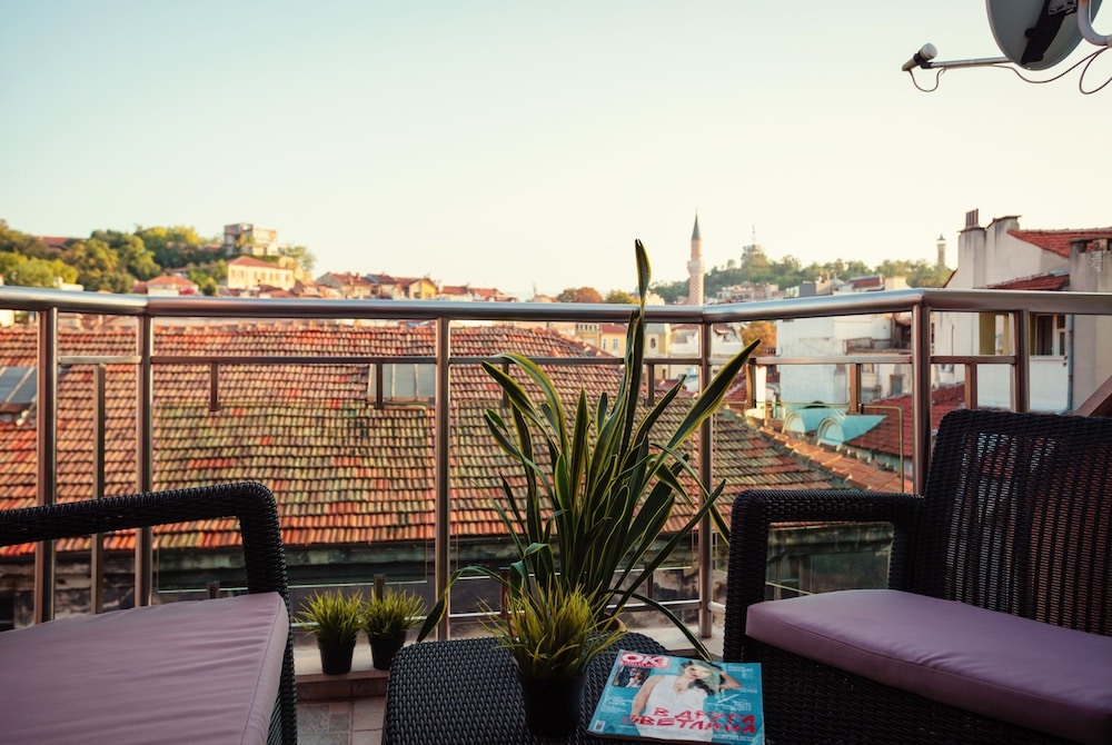 Bright House, Plovdiv, Large Apartment, 2 Bedroom , Balcony