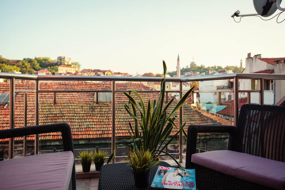 Large Apartment, 2 Bedroom   - Balcony