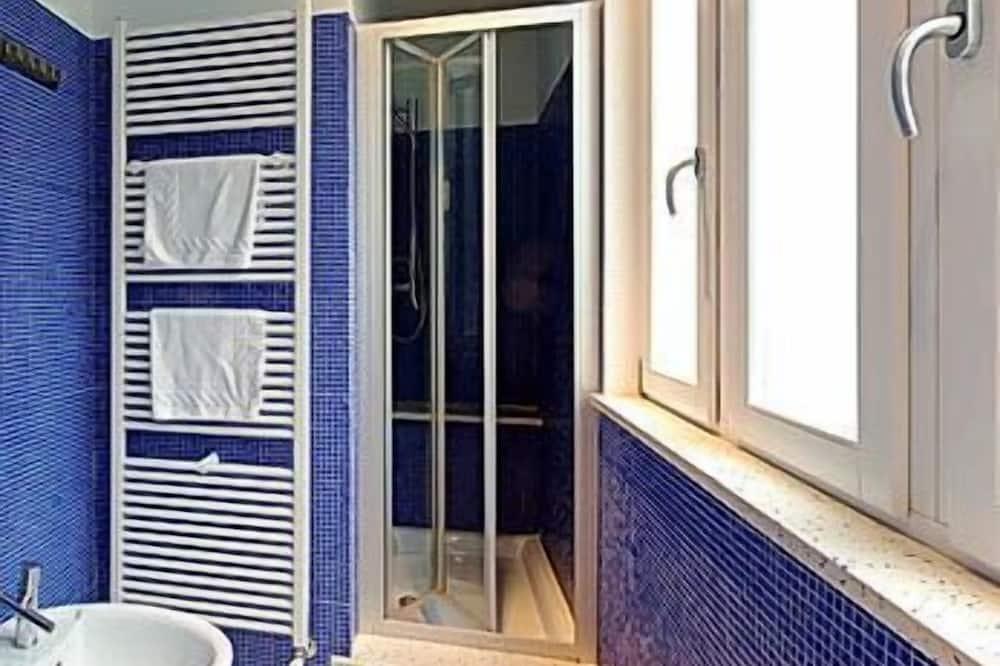 Двухместный номер с 1 двуспальной кроватью, общая ванная комната - Ванная комната