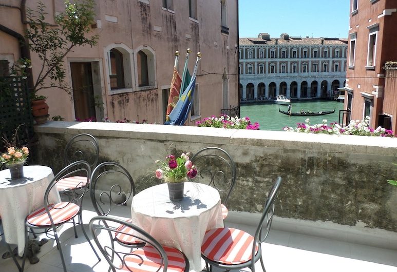 Lion Morosini Palace, Venice, Superior Double Room, Canal View (Grand Canal), Guest Room