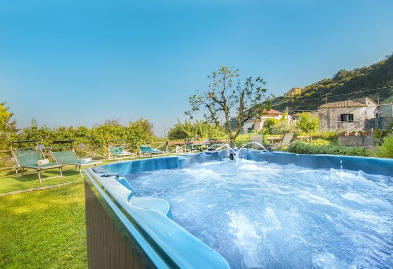 Villa Pane Resort, Sorrento, Outdoor Spa Tub