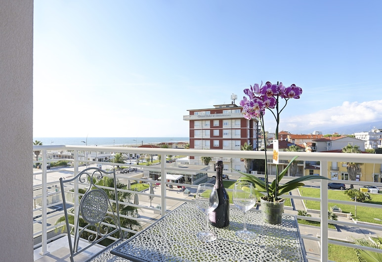 Hotel Nuovo Tirreno, Camaiore, Terrass