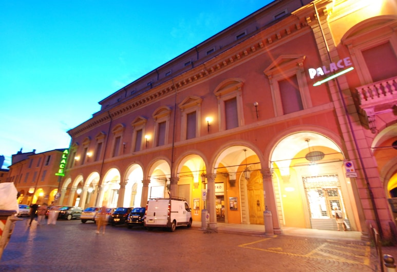 Hotel Palace, Bologna, Facciata hotel (sera/notte)