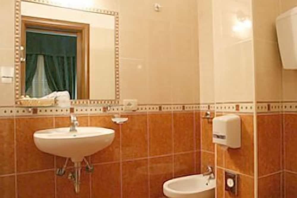 Quadruple Room, 1 Bedroom - Bathroom